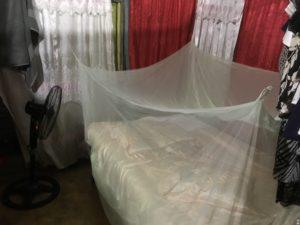 蚊帳つきベッド